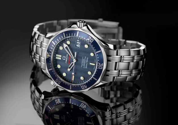 http://howtobeswell.files.wordpress.com/2012/02/omega-seamaster-222080-james-bond-watch-casino-royale-2006.jpg?resize=627%2C439